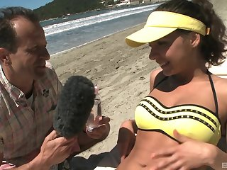 Henessy fucks a rod news reporter on a public lido